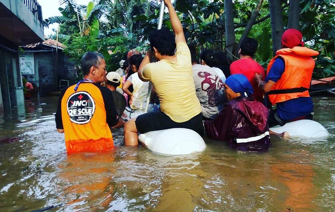 Tim YNCI Rescue Turun Langsung Bantu Korban Banjir