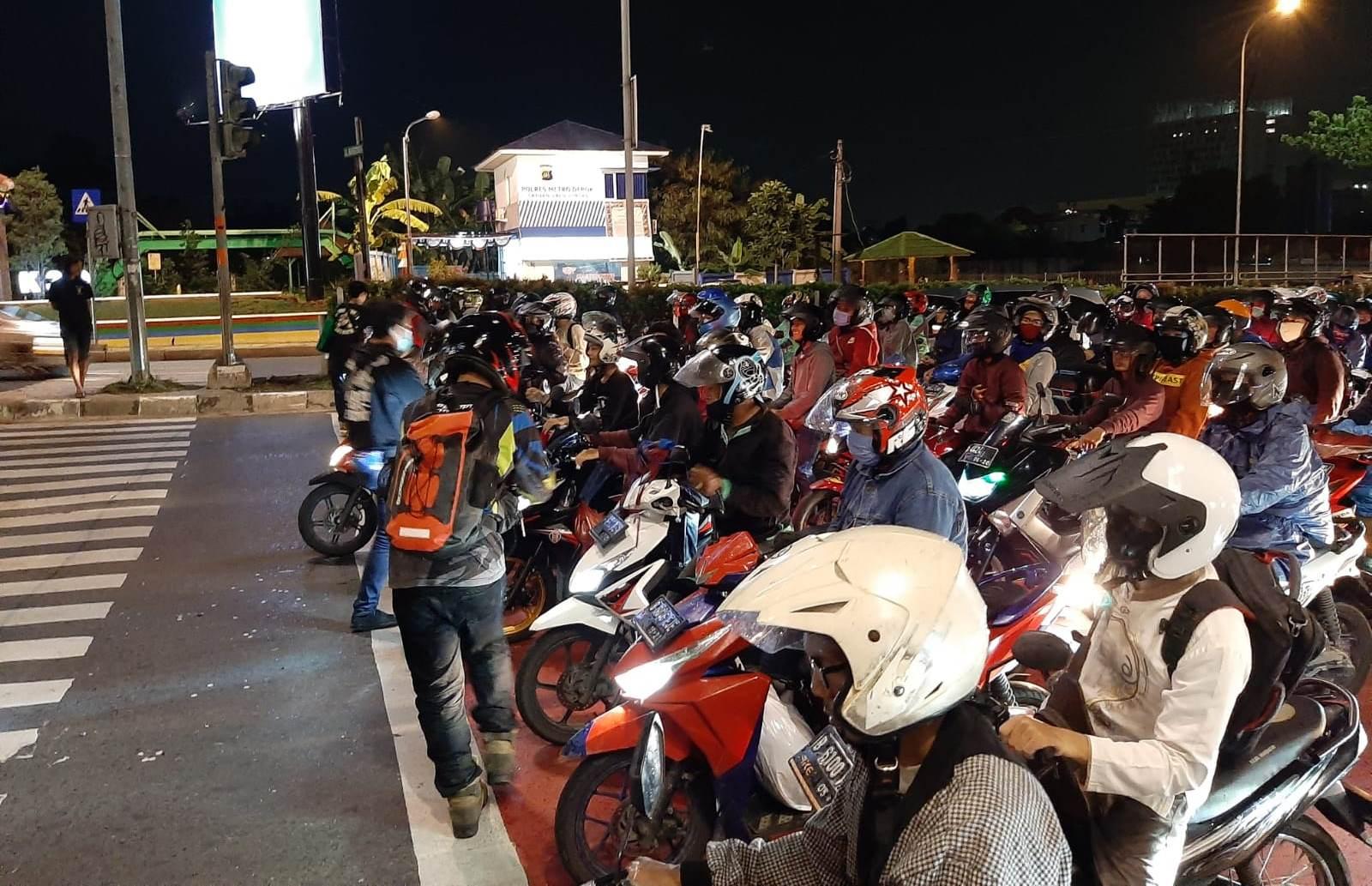 Supermoto Indonesia (SMI) Depok Ajak Bikers Berbagi Kebaikan