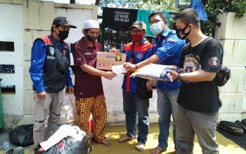 YRFI Jakarta Serahkan Bantuan ke Korban Kebakaran Jatinegara