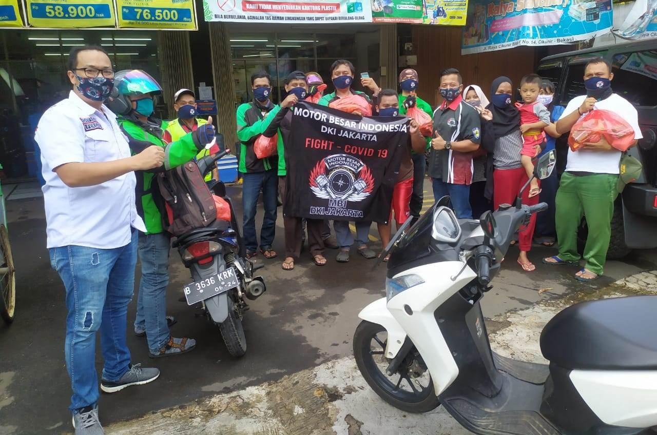 Motor Besar Indonesia (MBI) DKI Jakarta Bagikan Sembako dan APD