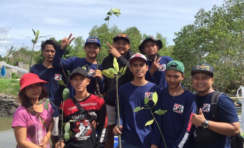 Bikers SMI Banyuwangi Awali Tahun 2020 dengan Tanam Pohon Mangrove