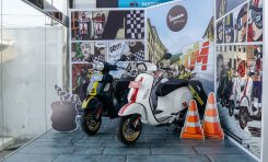 Vespa Racing Sixties Tempati Zona Khusus di Dealer