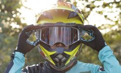 Mantan Pebalap Moto2 Lelang Helm Untuk Bantu Pengobatan Pebalap MiniGP Rinjani