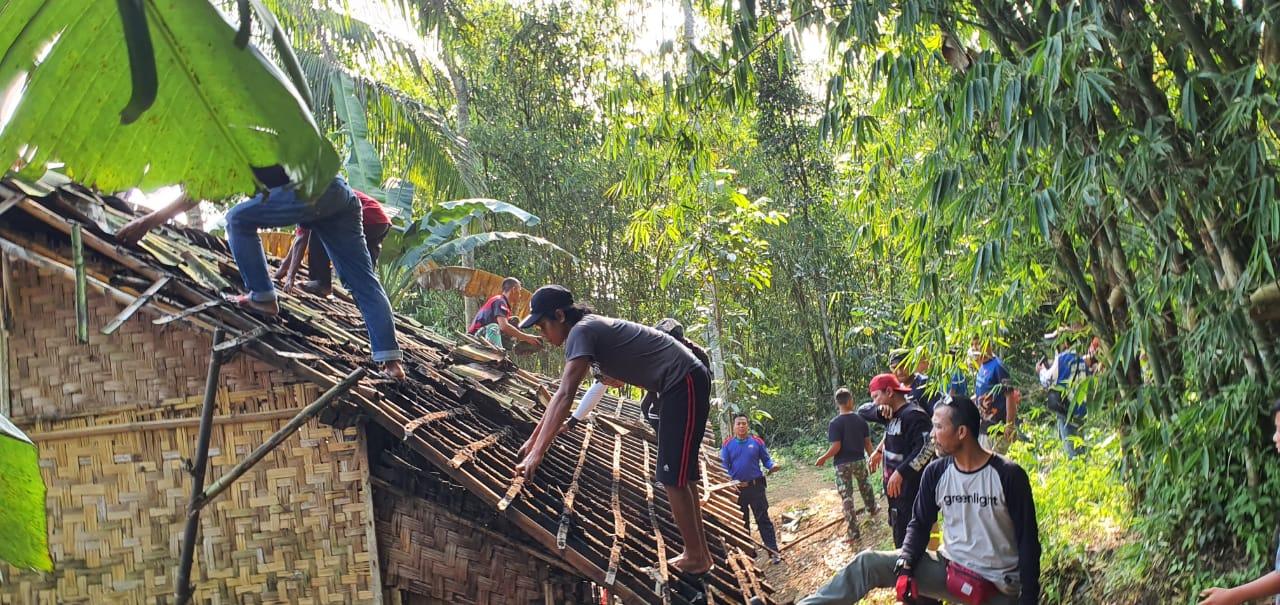 Komunitas Adventure Trail Sukabumi Bedah Rumah Warga Kurang Mampu