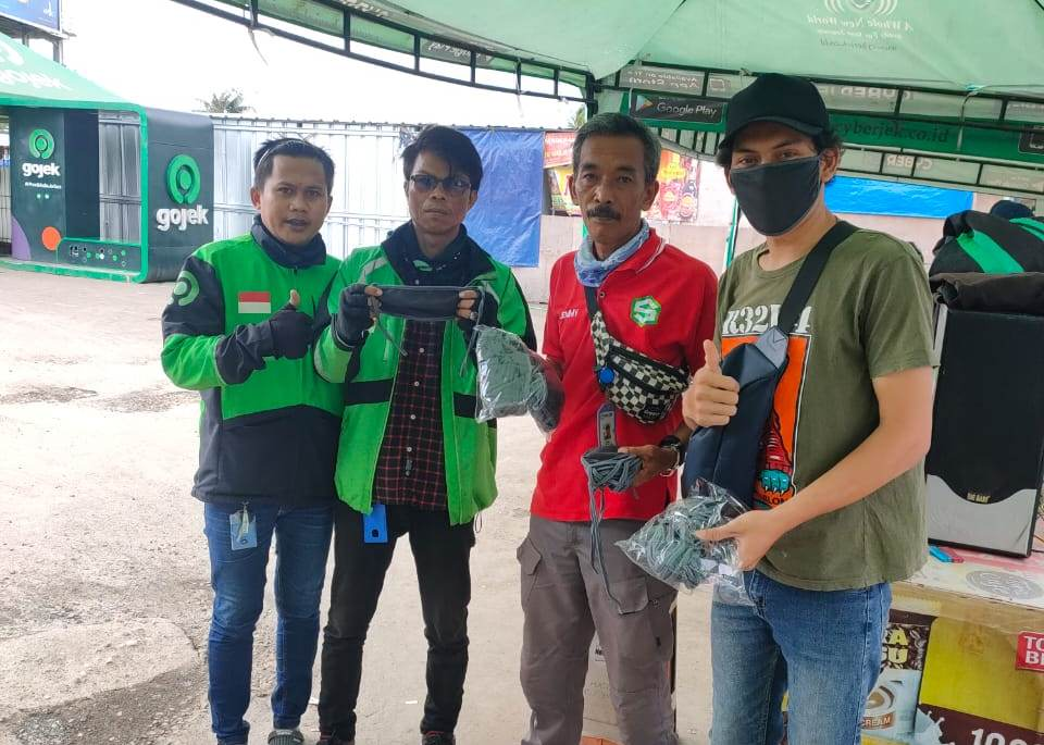 Salut! Bikers Ini Produksi Masker Untuk Dibagikan Gratis