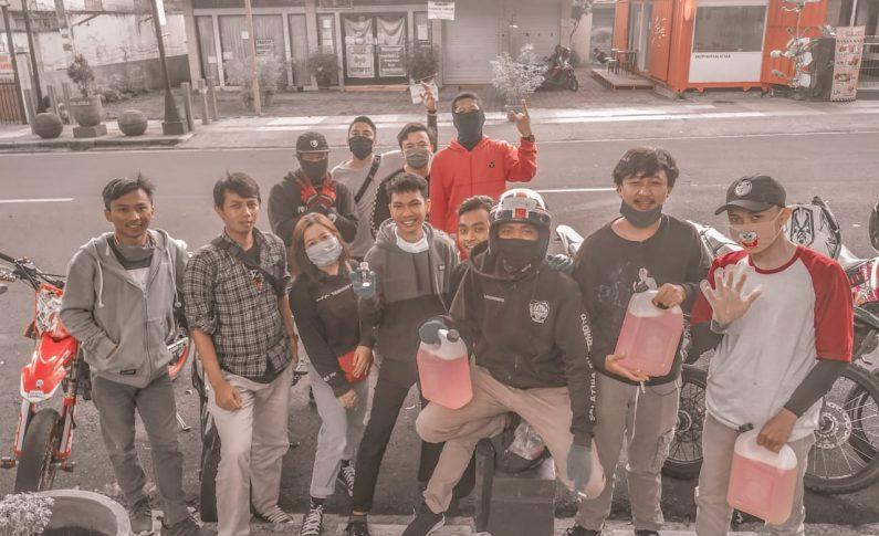 Komunitas Salatiga Supermoto Sumbang Hand Sanitizer dan Masker