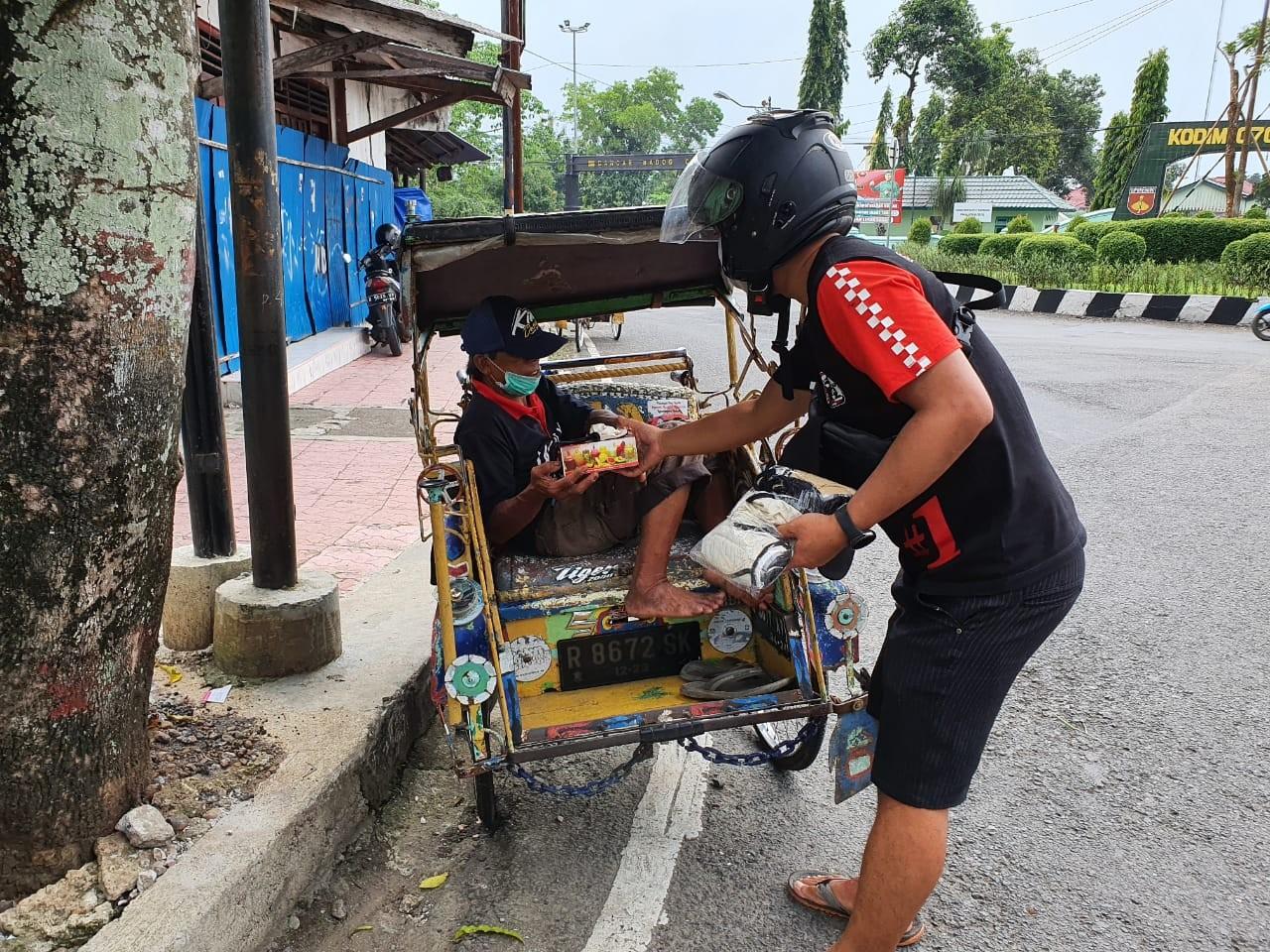 Baksos Komunitas Supermoto Indonesia (SMI) Purbalingga di Tengah Covid-19
